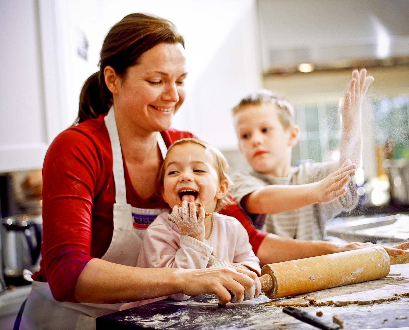 Mom-kids_kitchen2.jpg